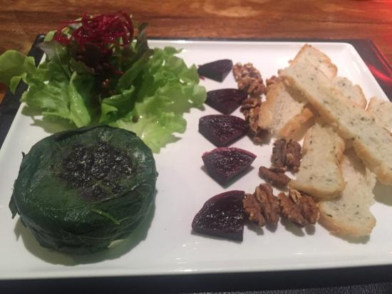 Red Snapper Restaurant & Bar : Козий сыр и свекла