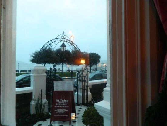 St. Tudno Hotel: The entrance