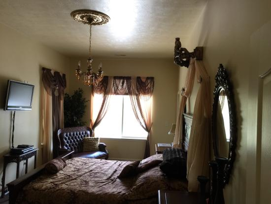 Lions Gate Manor: Another room