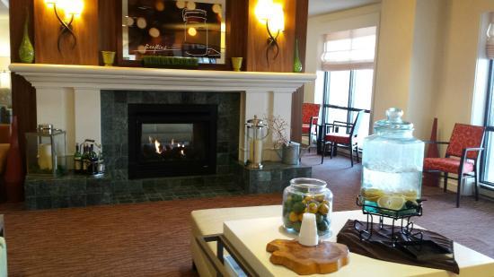 "Hilton Garden Inn Boston/Waltham: Front lobby has ""Spa"" water all day."