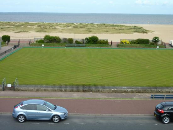 The Trotwood Guest House: Room 9 view of North Drive and sea