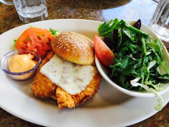 The Cheesecake Factory : Chicken sandwich with salad