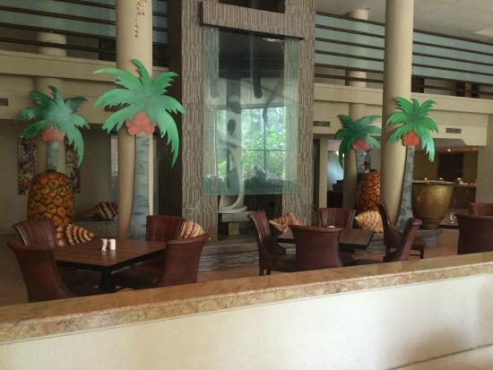 Neelam Hotels - The Glitz Goa: Buffet area