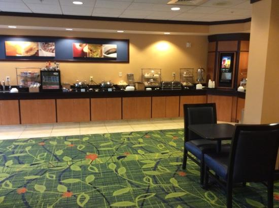 Fairfield Inn & Suites Rockford: breakfast area