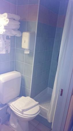 Hotel Campanile: Bathroom