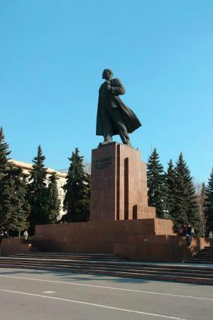 Памятники в городе челябинске за заказать памятник в самаре ялте