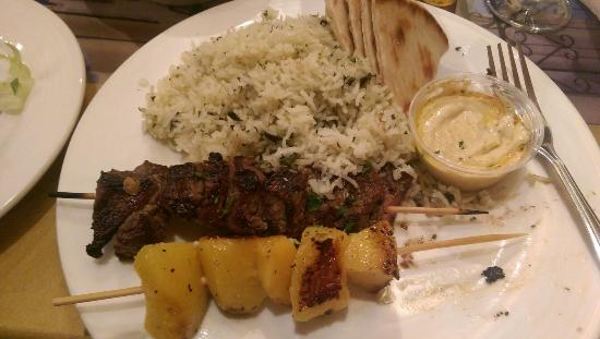 Market Grille Cafe: Filet skewer and peaches