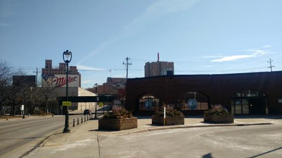 Miller Brewery Tour : View of the visitor's center