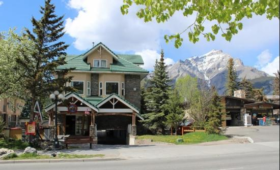 Photo of SameSun Backpacker Lodge Banff