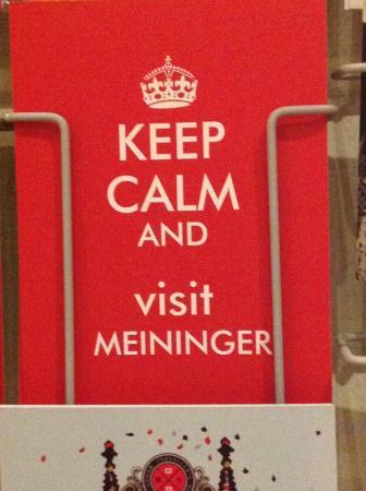 MEININGER Hotel Frankfurt/Main Messe: Cartões postais fofos na recepção