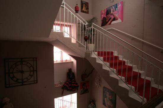 Comptoir du Ranc de Bannes : escalier central