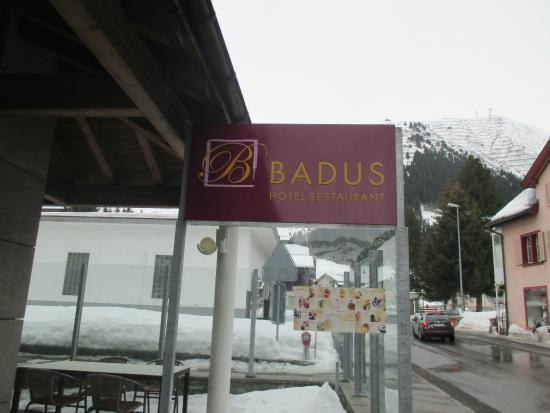 Hotel Badus: ป้ายบอกจุดหมายปลายทางที่ถูกต้องครับ