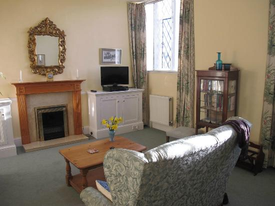 Tiverton Castle: Livingroom