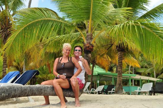 Parque Nacional del Este, República Dominicana: Op het strand.Op de achtergrond de eetgelegenheid