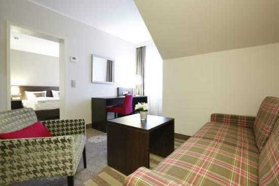 Parkhotel Wittekindshof: Suite Wohnraum