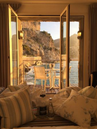 Cap Estel Hotel: morning Sun! view from my bed!!