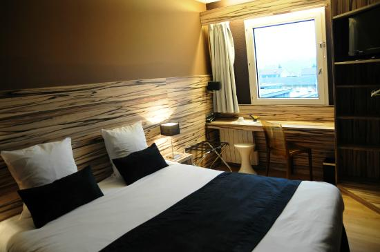 Central Parc Hotel: chambre ambiance ZEBRANO