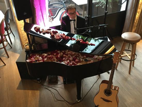 Le Pavillon Augustine : Piano Bar