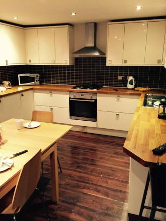 Destination Edinburgh York Place Apartments : Full equipped kitchen
