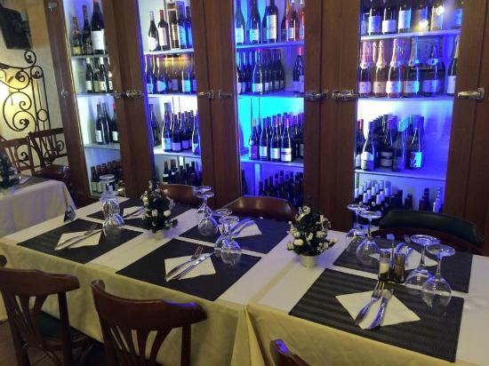 Brasserie Villa Cardinale : Cave salle de restaurant