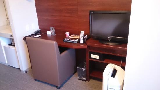 Dormy Inn Himeji : 機能的なカウンター