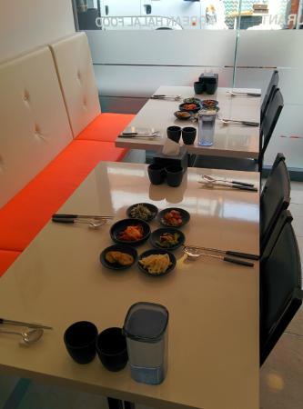 Makan Halal Korean Restaurant: Table, Makan restaurant