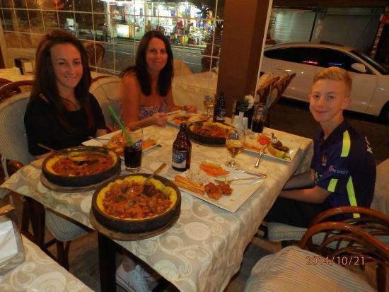 The Three Bells Restaurant Karaoke & Sports Bar: Three Bells Ottoman