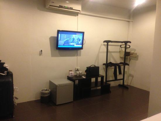 Phuket Airport Hotel: Tv,mini bar,cafetera, wifi, plancha