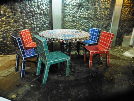 Hotel Verde Mar: MESAS Y SILLAS
