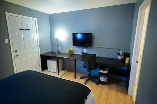 Hebert Hotels: Room desk