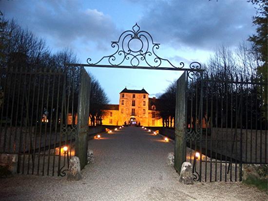 Chateau de Villiers le Mahieu: Entrée du château