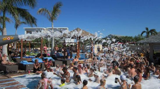 Hotel Playa Cayo Santa Maria: party dans la mousse!!