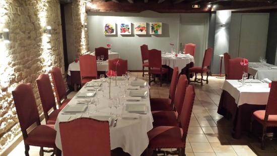Le Moulin de Bourgchâteau : une salle de restaurant décoré avec gout
