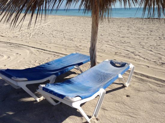 Chaises de la plage arriv es au terme de leur vie utile - Chaises de plage ...