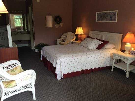 Aspinwall Motel: We offer rooms styles to meet your needs!