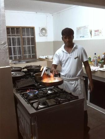 Eden Villa Hotel Mauritius: Banana flambe in action!