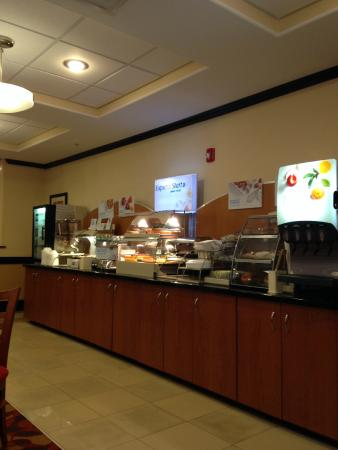Holiday Inn Express Hotel & Suites Bainbridge: Breakfast buffet
