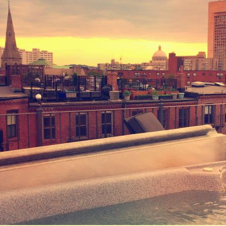 Clarendon Square Inn : Skyline at sunset from the hot-tub