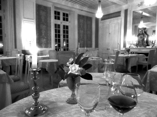 Chateau De Rigny : salle à manger