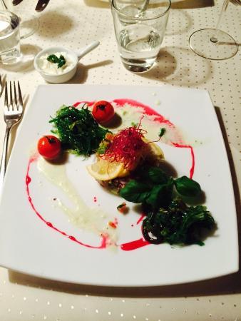 Gerber Haus: Vorspeise: Lachstartar mit Wakame-Salat