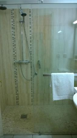 "Comfort Hotel Orly Draveil: ""jolie"" douche"