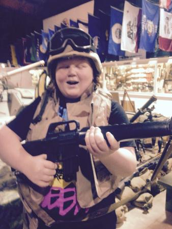 U.S. Veterans Memorial Museum : Trying on the gear!