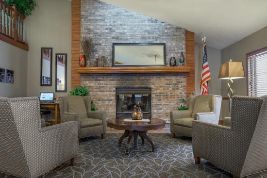 AmericInn Lodge & Suites Hutchinson: Lobby