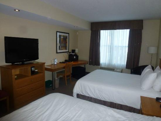Cambridge Hotel and Conference Centre : Typical hotel room
