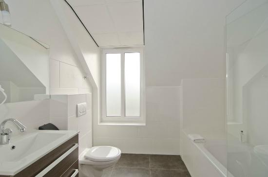 Badkamer - Picture of Hotel Asselt, Roermond - TripAdvisor