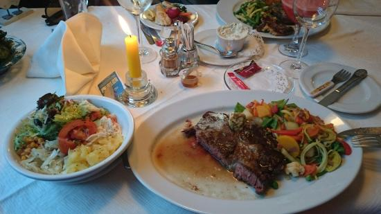 Landgasthof Schickh: Rib eye steak and mixed salad