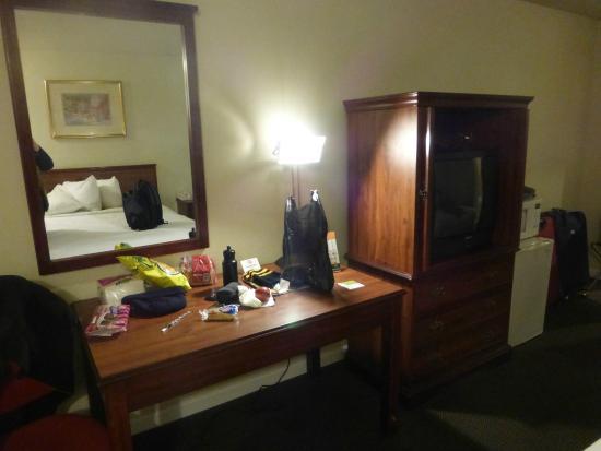 Anaheim Express Inn: TV antigua pero solo fuimos a dormir
