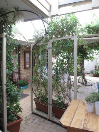 Alexander Heights, Avustralya: The inner courtyard