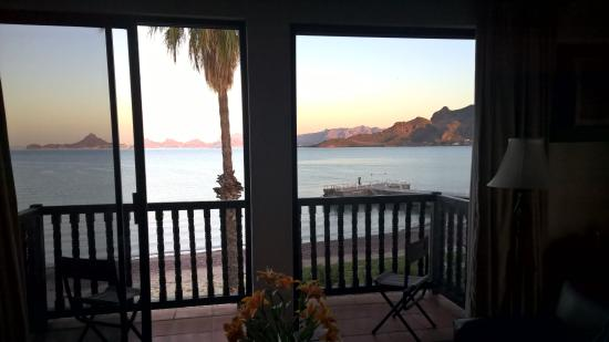 Hotel Playa de Cortes: view from the bed in junior suite