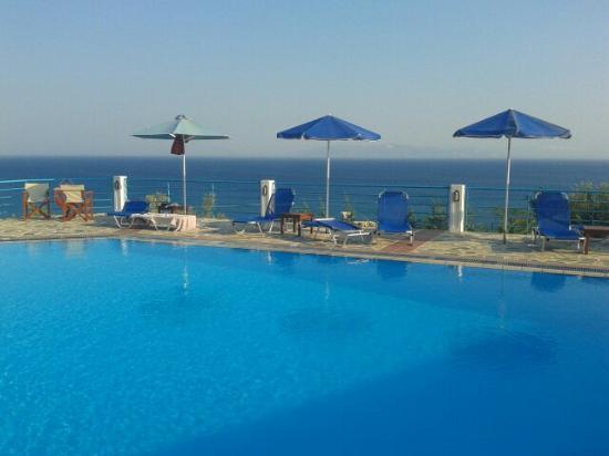 Villa Rosa : Poolside
